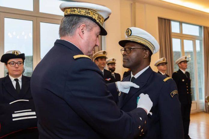 Décoration du capitaine de Vaisseau Fernand Maxime AHOYO